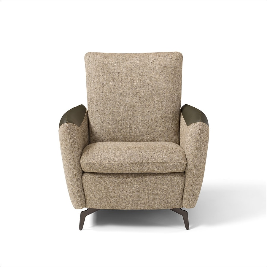 Kilt, Armchair characterized by rounded shapes