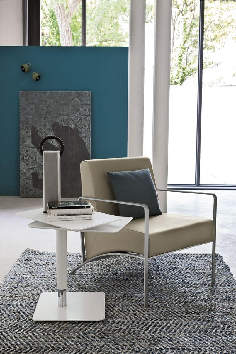 NEVADA PT101, Armchair with metal armrests and upholstered seat