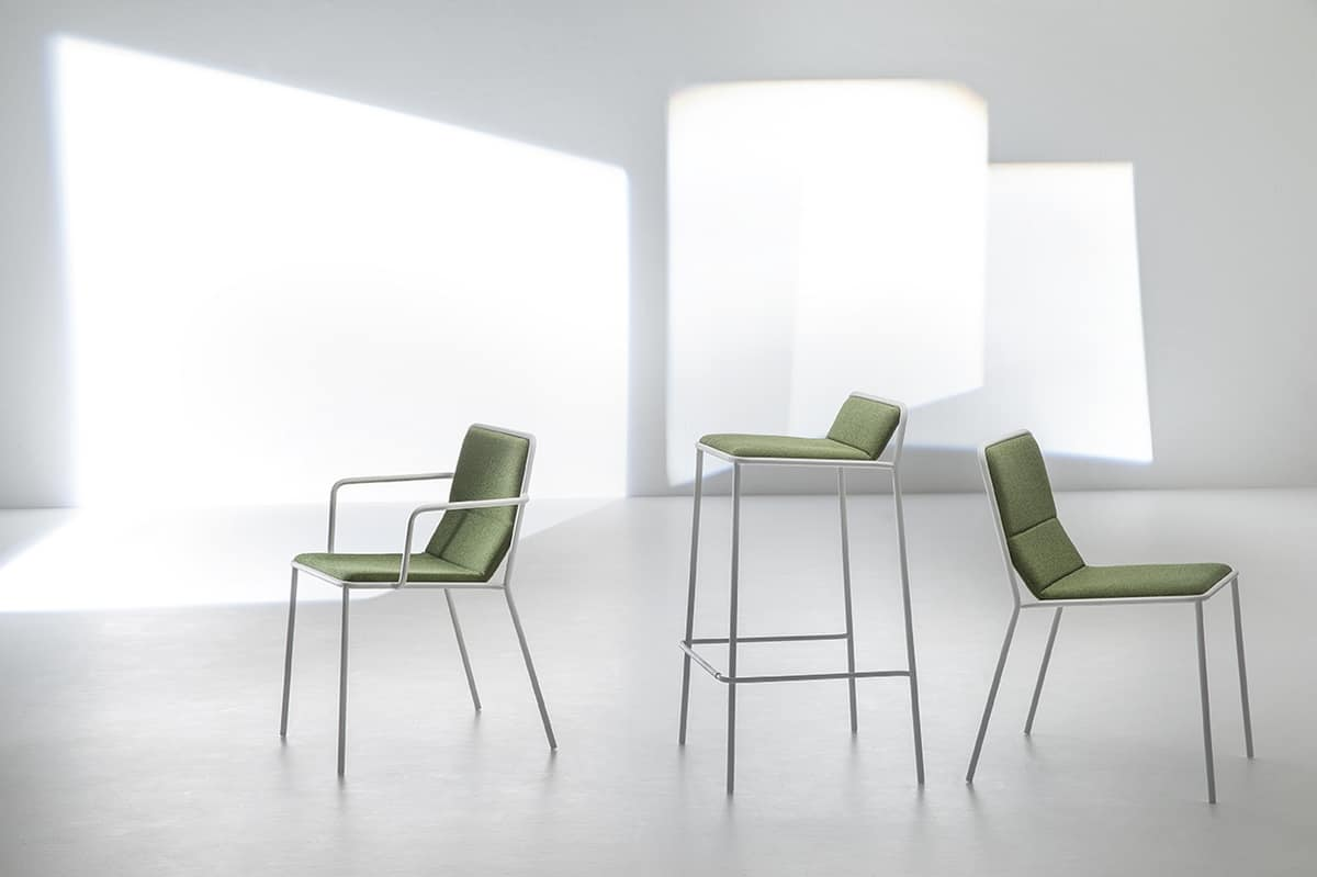 Tres AR, Armchair with upholstered seat suited for contract