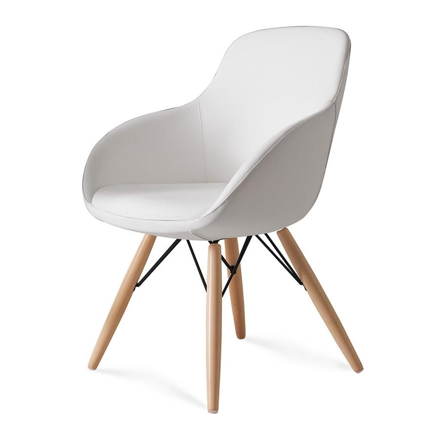Amber, Enveloping armchair, wood base