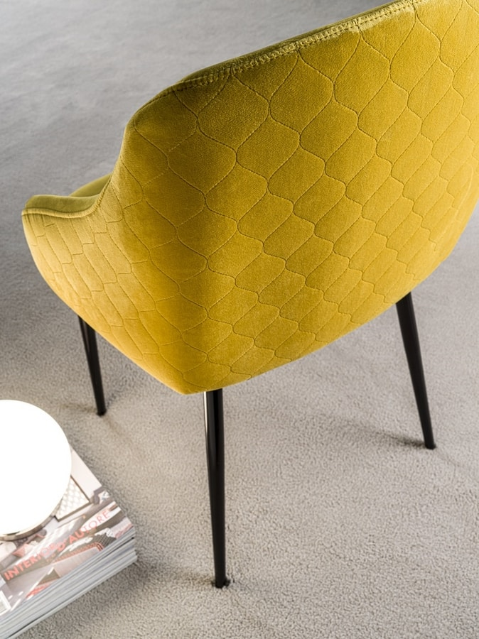 Art. 381 Pigalle Due, Armchair with soft lines