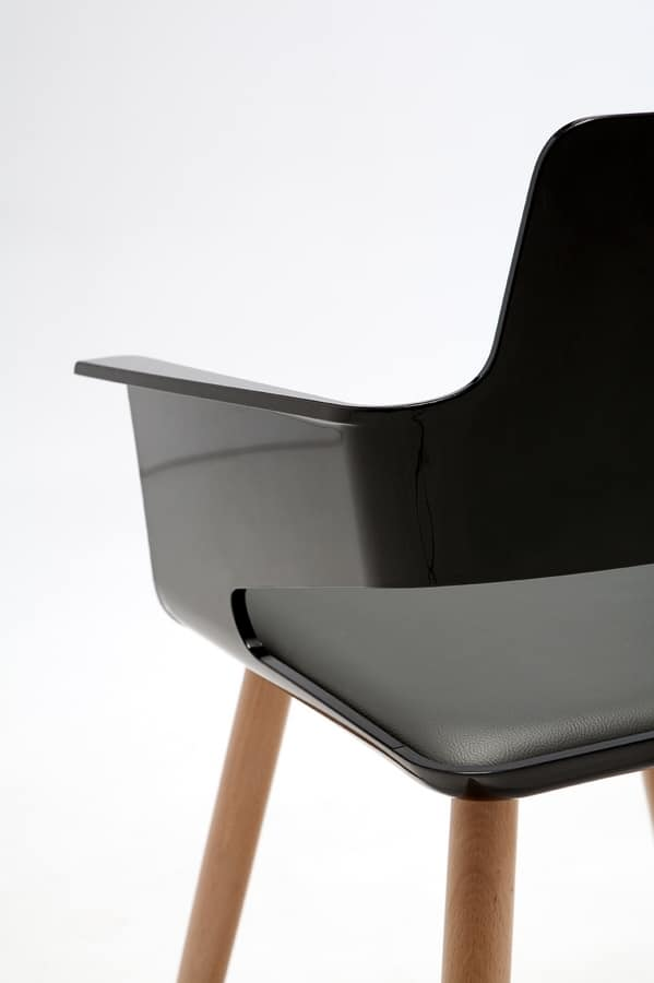 B32 4WL, Chair with plastic shell and wooden legs ideal for bars and modern kitchens