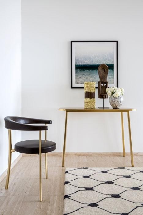 Katana Chair, Three-legged chair