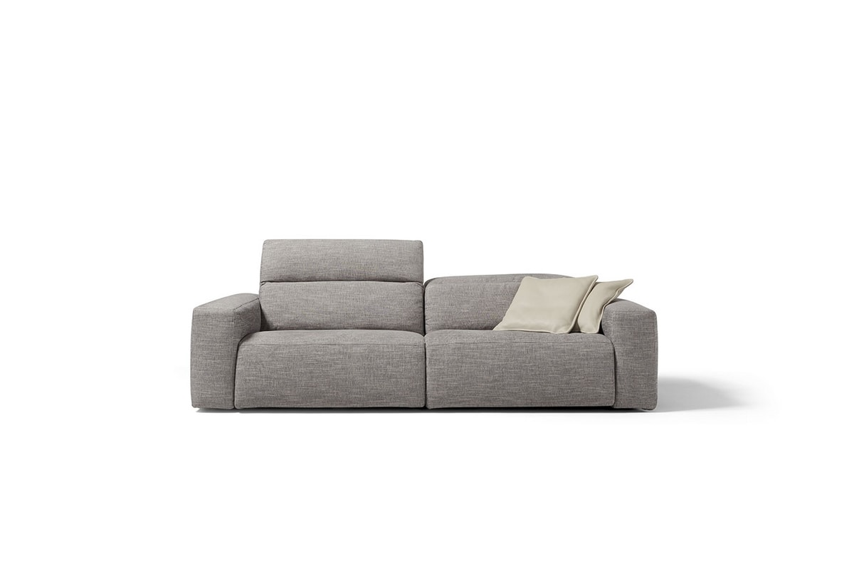Beverly, Sofa with innovative relaxation functions
