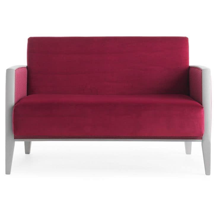 Newport 01851, Very comfortable sofa, polyurethane foam padding