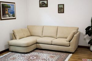 Piccolo, Corner sofa of reduced dimensions with peninsula