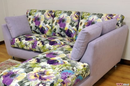 Piccolo, Corner sofa of reduced dimensions with peninsula