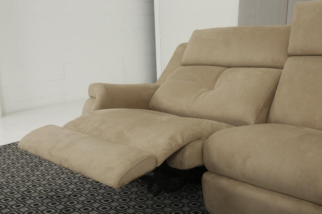 Ryan, Relax sofa with a contemporary line