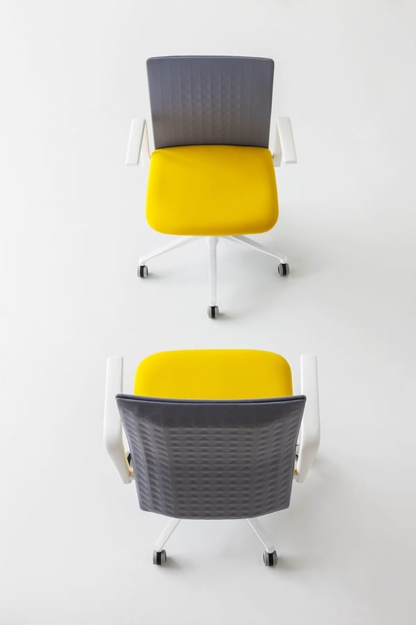 Elodie Manager 05R, Chair with sound-absorbing backrest