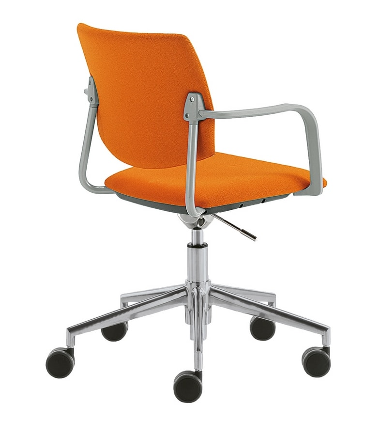 Q44, Swivel office chair with wheels