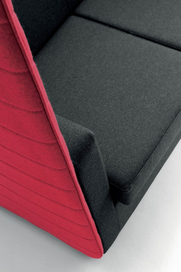 UF 107, Privacy sofa with high back