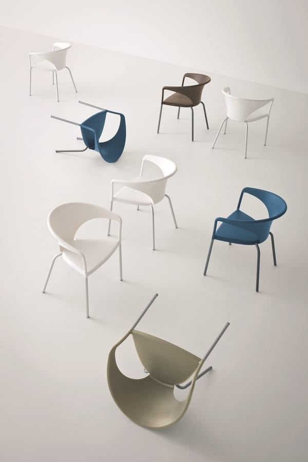 Terrasse, Armchair with sinuous shapes, for gardens and courtyards