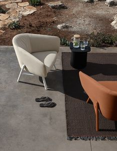 Tuile armchair, Comfortable outdoor armchair in stain-resistant and water-repellent fabric