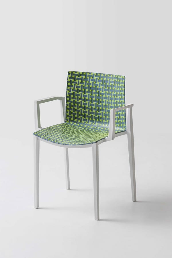 Stackable chair with raised texture | IDFdesign
