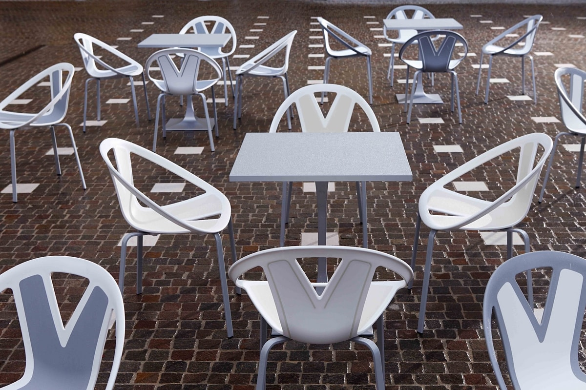 Extreme, Chair with seat in plastic material, for external