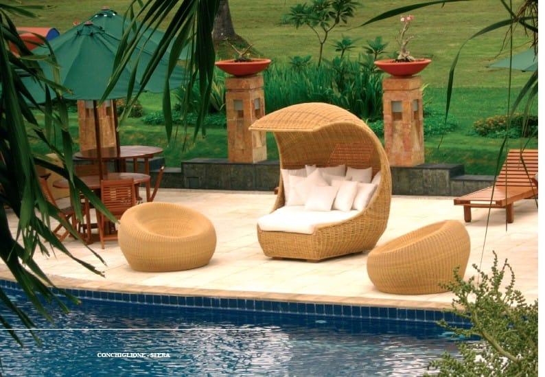 Conchiglione, Outdoor sofa, shaped like a shell