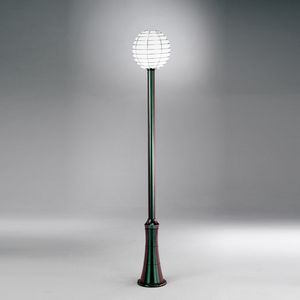 Sfera Ep361-225, Lamp post with sphere diffuser