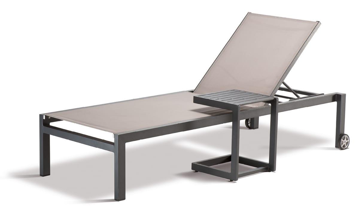 FT SANTIAGO, Outdoor table with non-slip feet