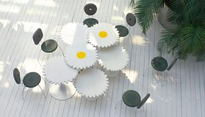 Alice, Tables with daisy flower shape