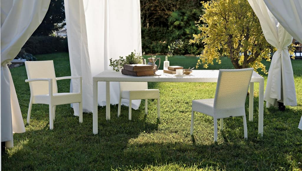 Lotus table 2, Aluminum table covered with woven fiber, for gardens