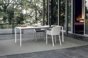 Maki outdoor, Outdoor table, with an elegant design