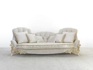 4724, Classic sofa with carved legs