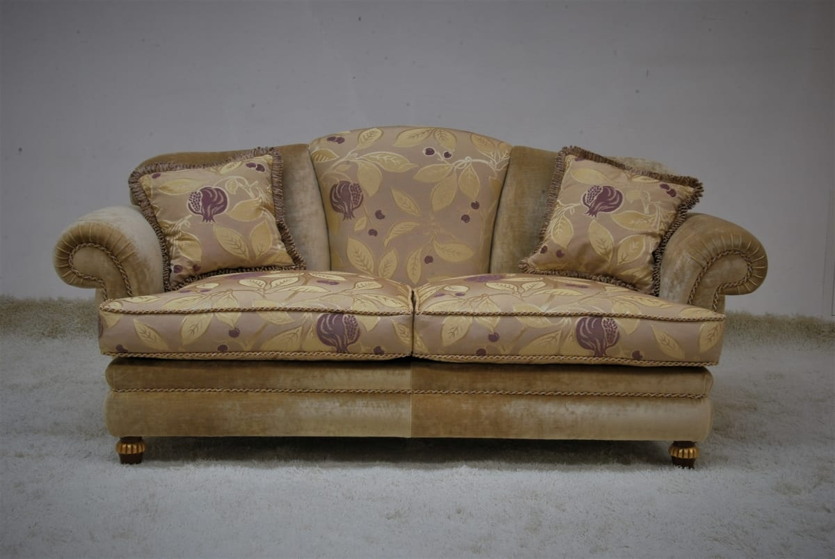 Fenice, Classic sofa at a discounted price