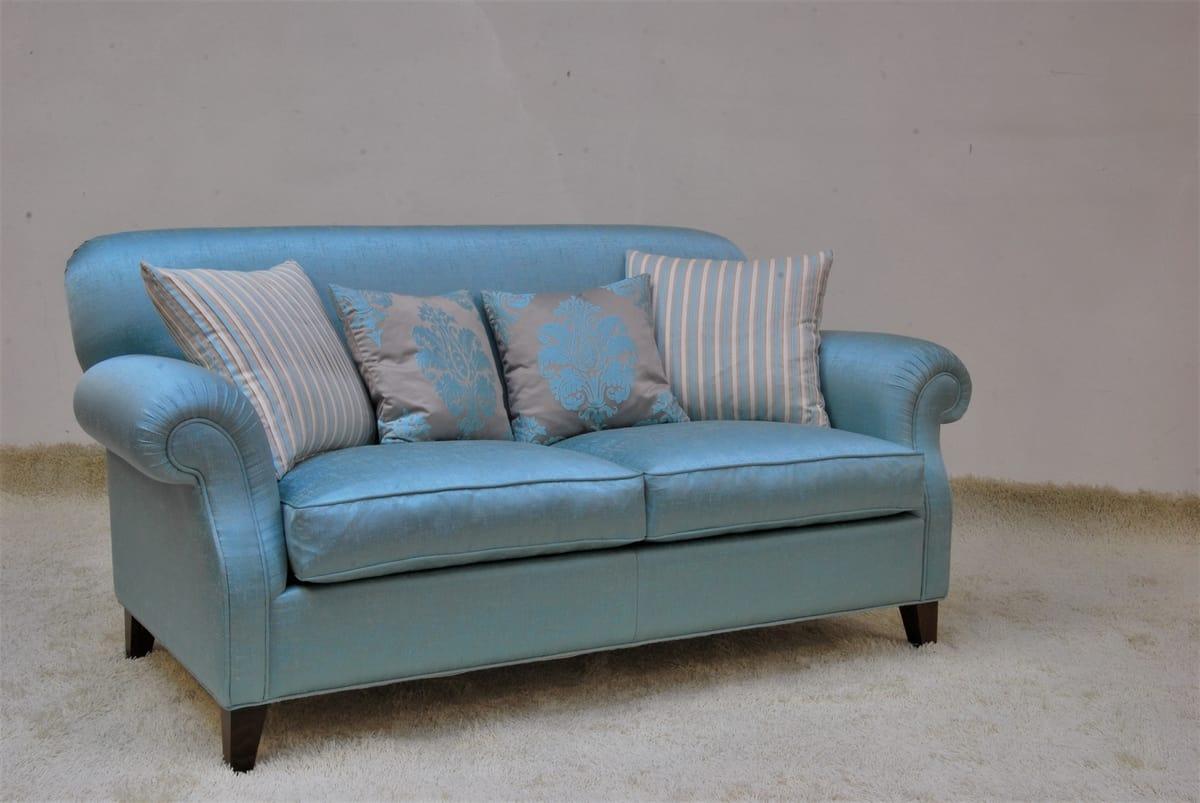 Tamigi, Classic sofa in light blue fabric
