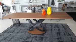 Fusion, Extendable dining table