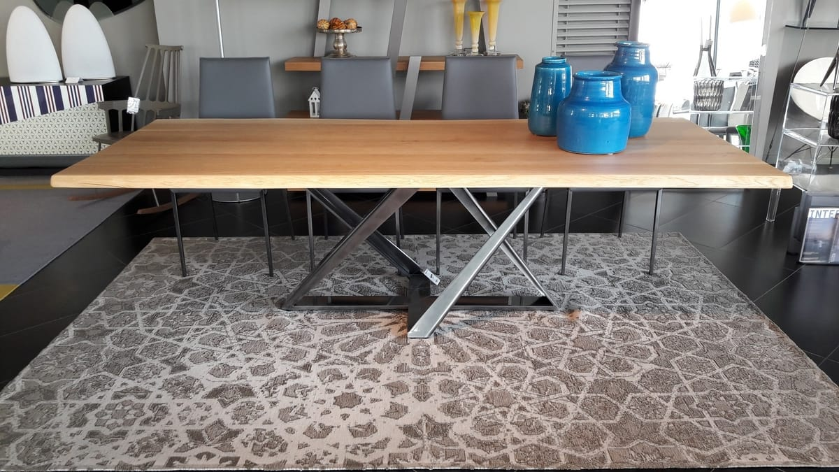 Millenium, Dining table with solid wood top