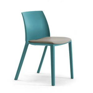 Greta, Chair in recycled and recyclable plastics
