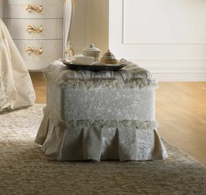 Art. 309A, Pouf with a classic design