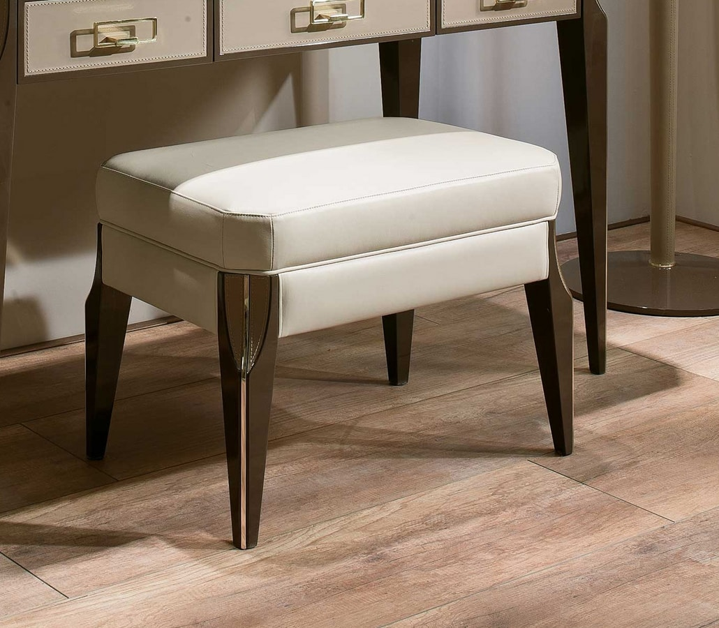 ART. 3357, Pouf in leather