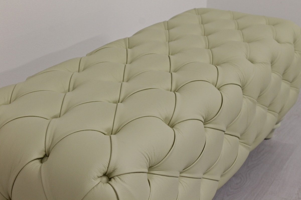Chesterfield pouf, Classic pouf with capitonné padding