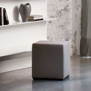 Dama, Pouf padded with non-deformable polyurethane foam