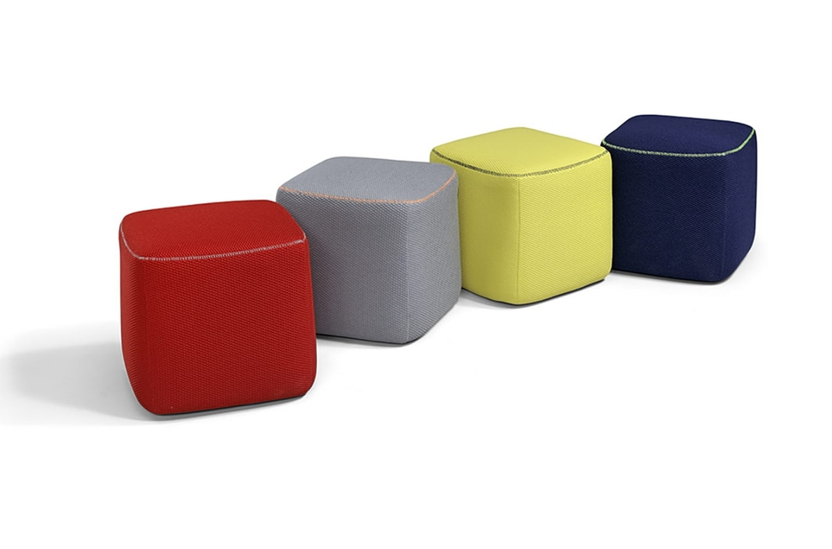 Flower, Pouf with reduced dimensions and essential lines