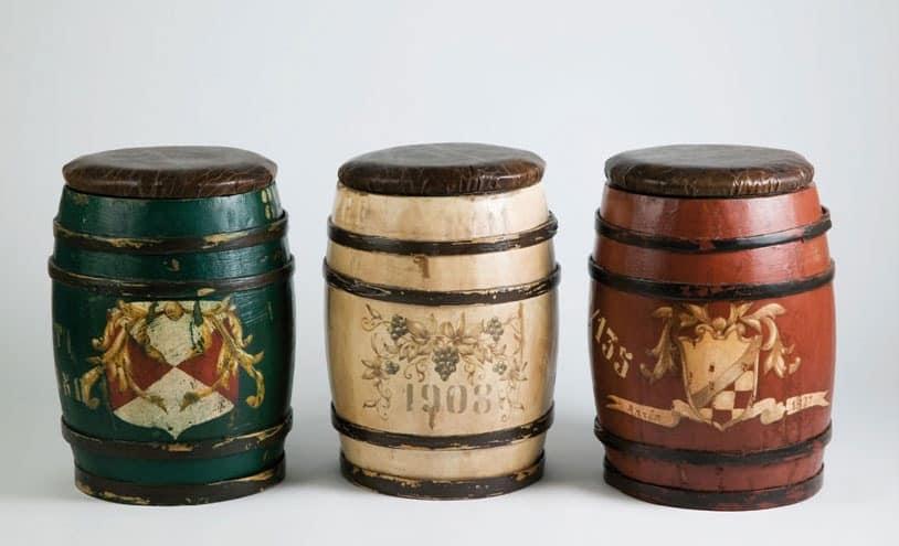 Art. DEC 20, Rustic wooden stool, barrel-shaped, hand-decorated