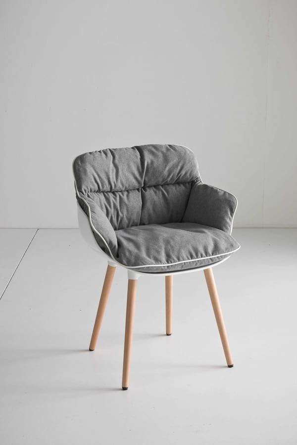 Choppy BL, Design armchair with 4 legs in beech, polymer shell