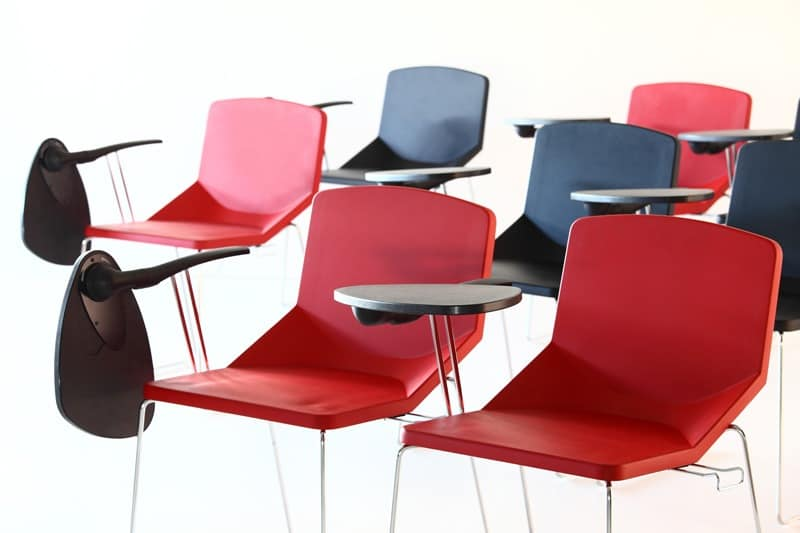 Formula40 sled poly-plus, Stuffed chair, ideal for conference rooms, can be equipped with writing tablet