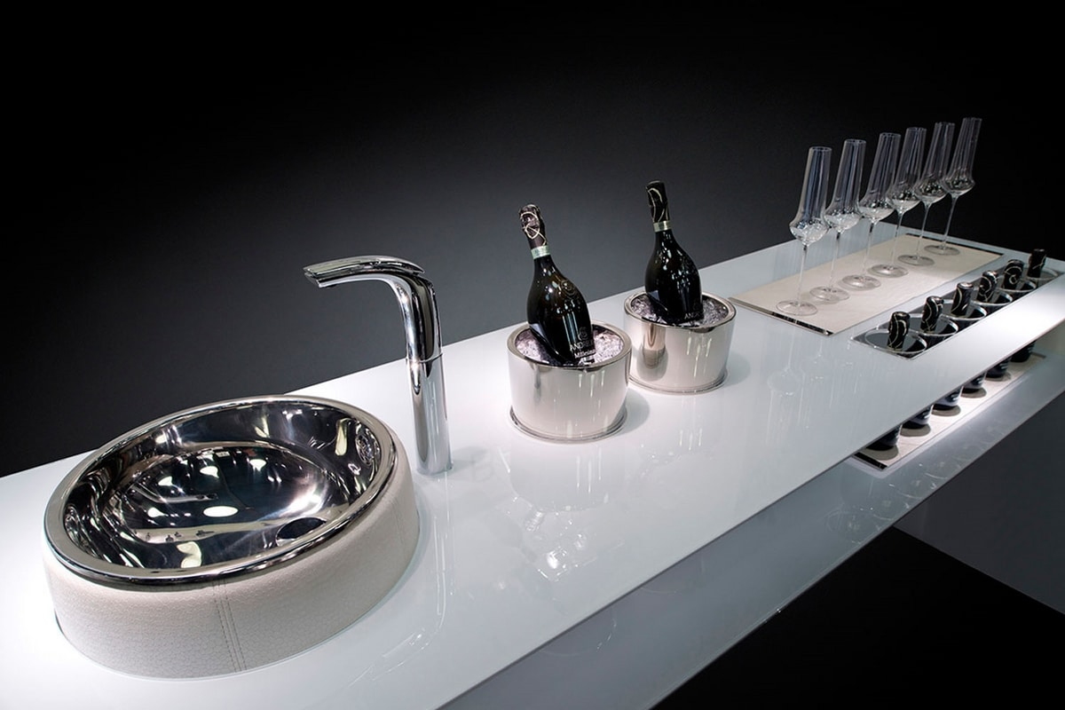 Essential, Design bar counter in tempered glass