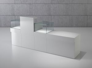 COM/QF4, Shop counter with display cases