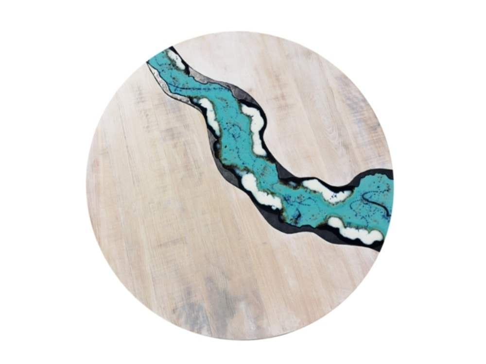 River Oceanside, Round table in wood and lava stone