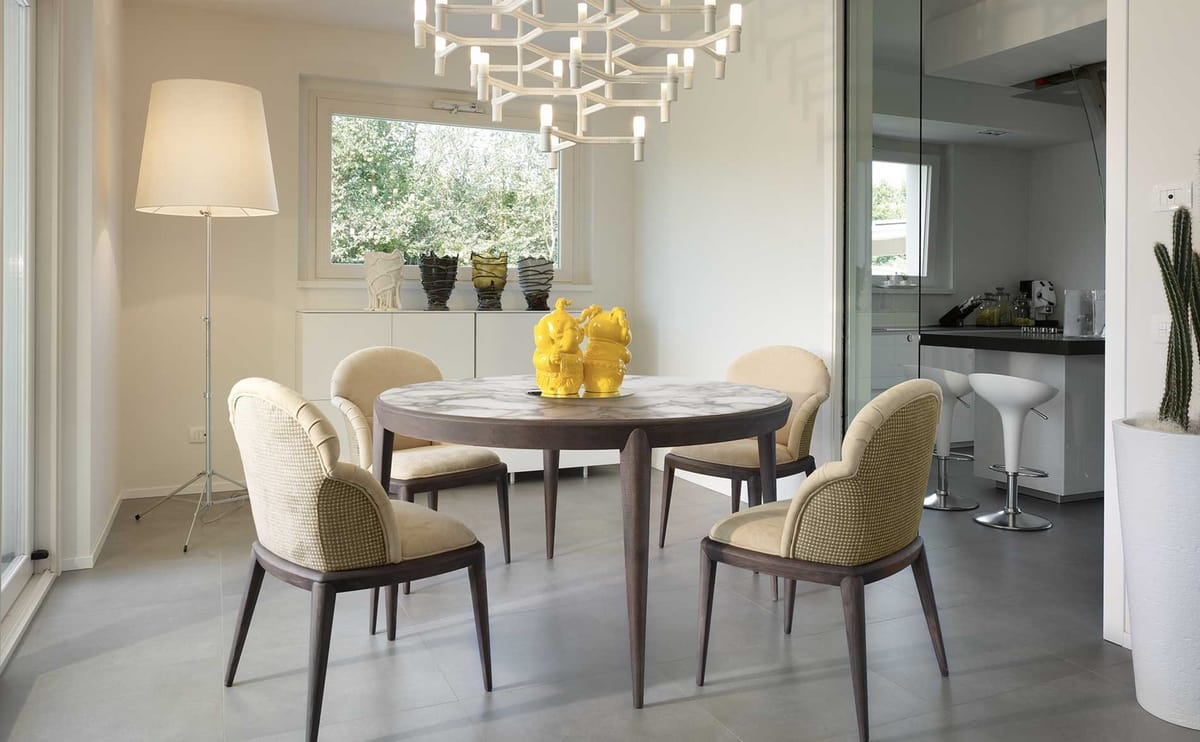 Tolomeo round table, Round table with tapered legs
