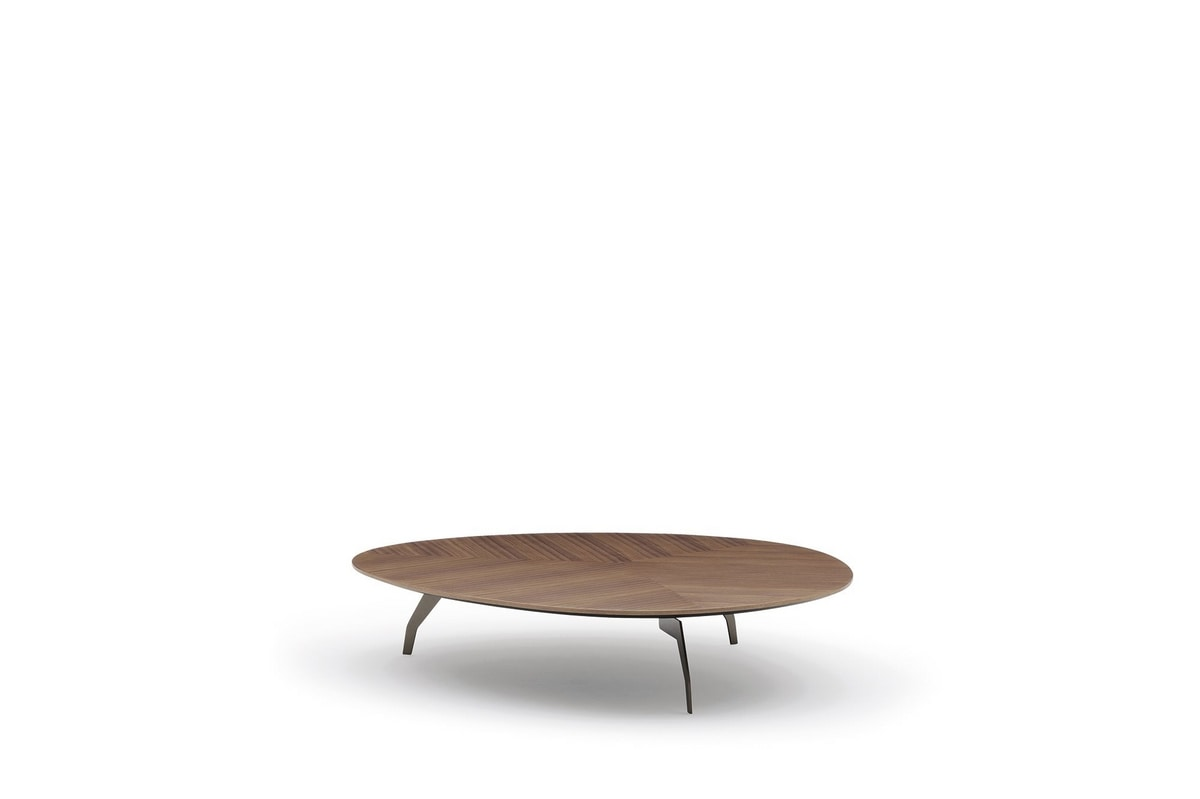 Island, Small tables with harmonious shapes