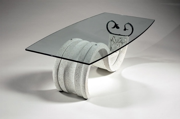 Tellus, Classic style coffee table with glass top