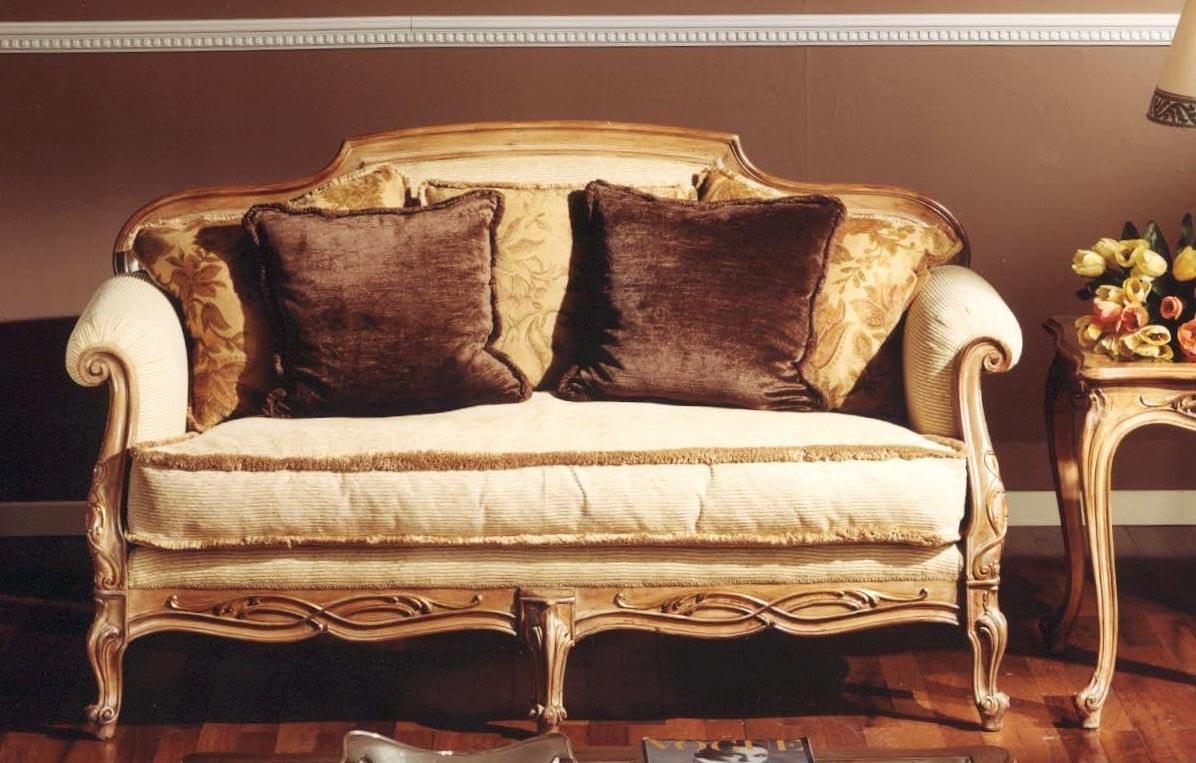 3110 sofa, Classic sofa with carvings