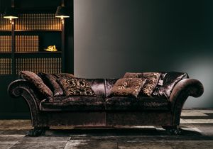 4910 Fantaisie, Sofa with feet in the shape of a lion's paw