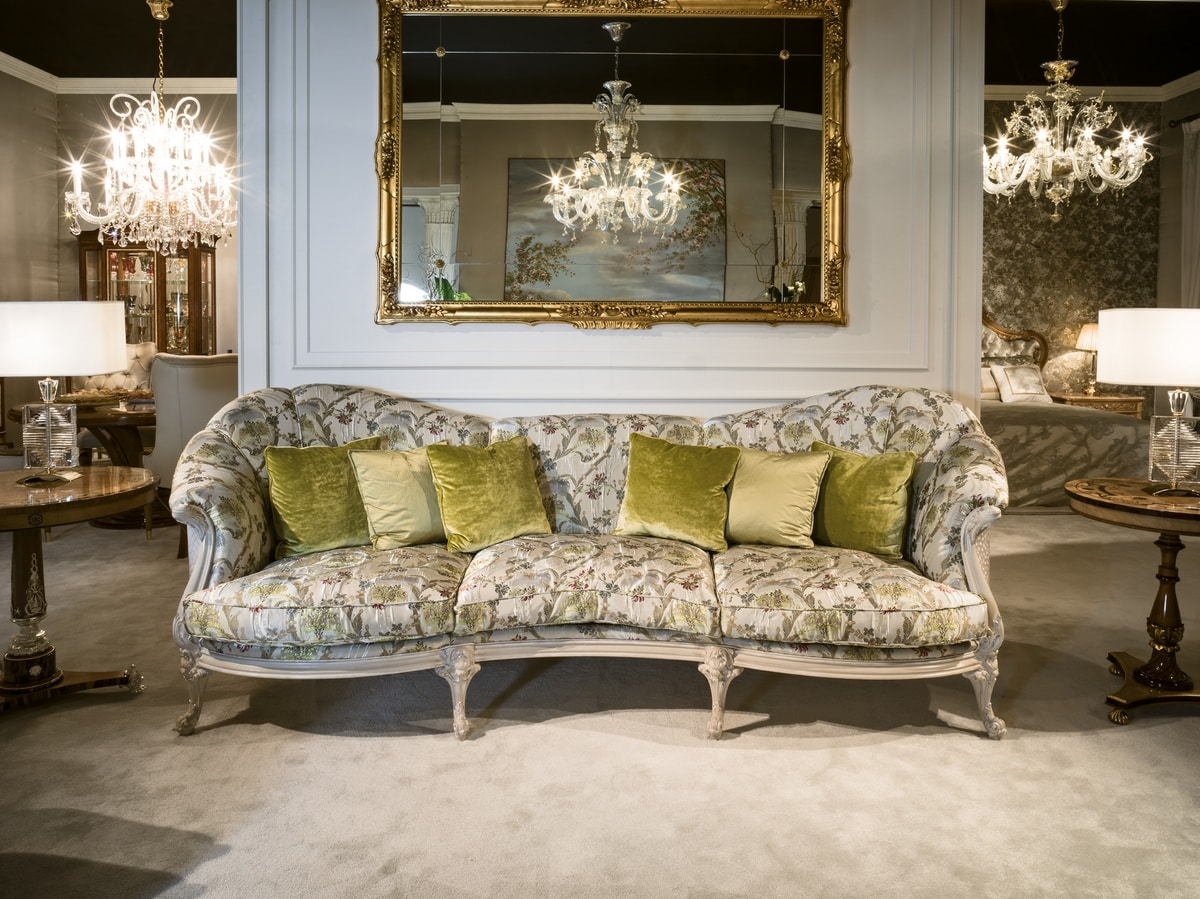 4960 Sofa, Sofa upholstered in classic fabric