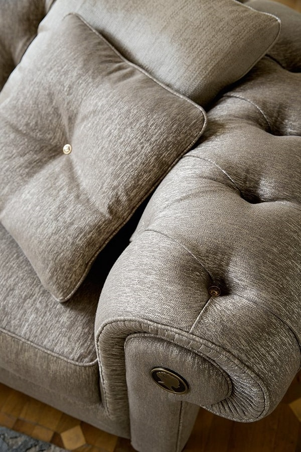 Alfred, Sofa inspired by the classics