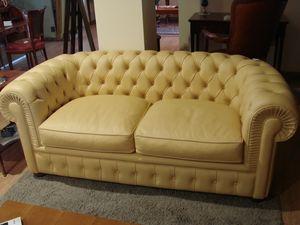 Art. 125, Cream-colored leather sofa with capitonn� padding